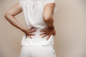 Mehr als zwei drittel aller Menschen erleiden zumindest einmal im Leben Rückenschmerzen.